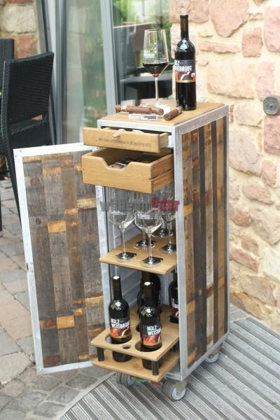 Bar de vin fabriqué d'un ancien trolley