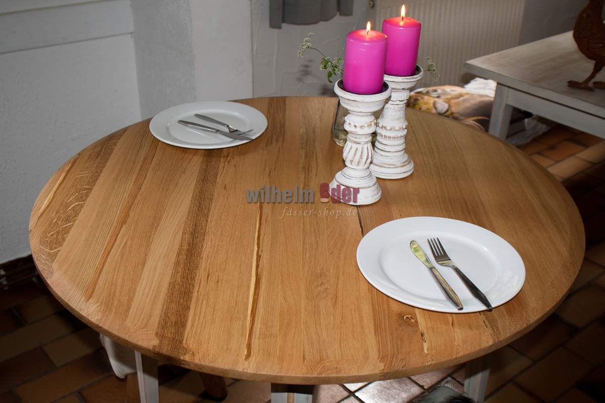 Table en ch ne ronde tonneaux for Table ronde en chene