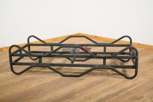 Supports métalliques peints en noir, d'occasion pour fûts de 225 l